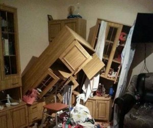 Imagini ŞOCANTE cu pagubele produse de cutremur! Mobilă distrusă şi şosele crăpate