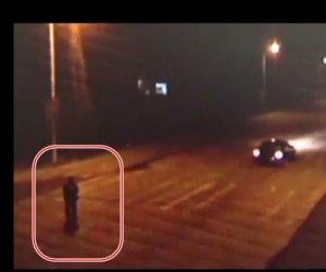 NEMURITORUL! A fost lovit de TREI MAȘINI și a scăpat cu viață! VIDEOCLIPUL E VIRAL