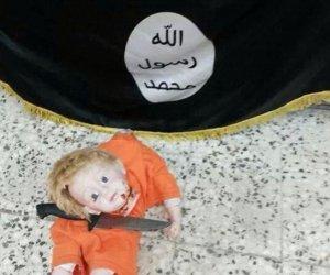 CUTREMURĂTOR! Un copil reconstituie DECAPITAREA jurnalistului James Foley