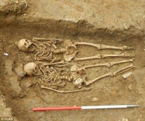 Dovada că dragostea e INVINCIBILĂ! Cum au fost descoperite două schelete după 700 de ani