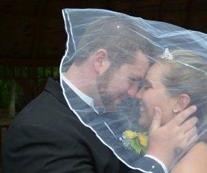 S-au căsătorit și după 19 zile, un accident de mașină i-a răpit femeii memoria! Soțul ei a decis atunci să facă a doua oară nunta, de dragul ei!