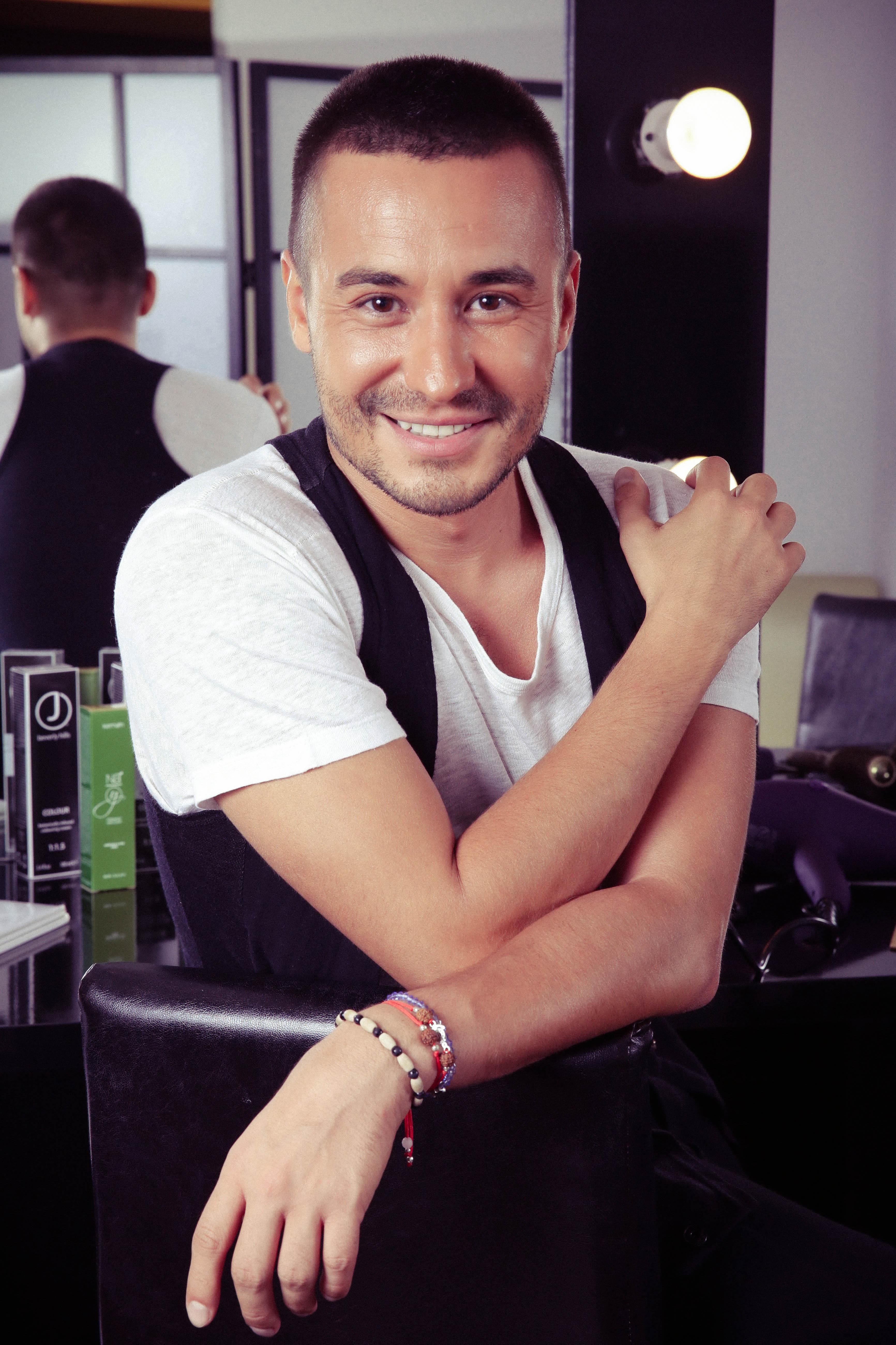 Adrian perjovschi prezint trendurile anului 2016 pentru for Adi adrian salon