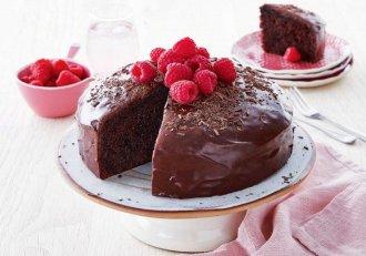 Vrei să-i faci o surpriză persoanei iubite? Pregătește-i un tort rapid, în doar 10 minute. Fără coacere!