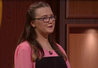 """Alexandra are 16 ani și de patru ani gătește într-un restaurant! Emoțiile au fost mari când i-a confruntat pe chefi! """"N-am văzut de când m-a făcut mama așa ceva. O mămăligă înflorată"""""""