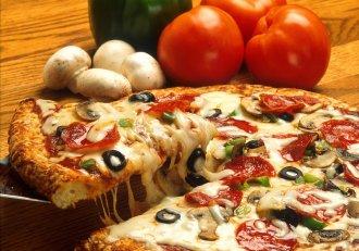Pizza delicioasă la tigaie, o rețetă ce te va cuceri instant! Regis Stone te provoacă să găteşti minuni culinare într-o clipită!