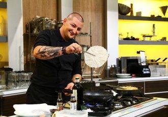 """Câștigătorul Gianny Bănuță se întoarce la """"Chefi la cuțite"""" cu o farfurie plină de...tarantule! Reacția lui chef Florin Dumitrescu e de-a dreptul demențială!"""
