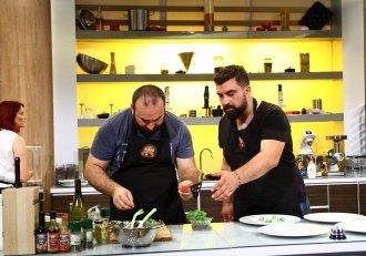 Bătălia continuă între frații Cărbunaru! Bogdan vrea să își apere titlul de cel mai bun bucătar al familiei, dar lucrurile se complică!