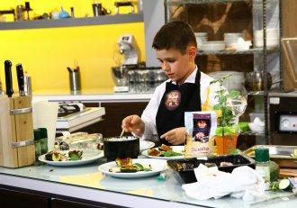 """Micul bucătar de doar zece ani i-a lăsat pe jurații """"Chefi la cuțite"""" cu ochii în lacrimi!"""