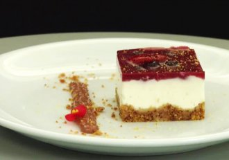 Cheesecake strawberry jelly, un desert gustos și aspectuos