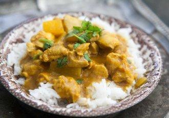 Pui curry delicios cu orez basmati! Regis Stone te învață să pregătești delicii indiene, chiar la tine în bucătărie!
