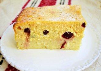 Budincă de griș cu brânză și merișoare confiate. Un  duo desert delicios, pentru toți iubitorii  grișului cu lapte și deserturilor cu brânză!