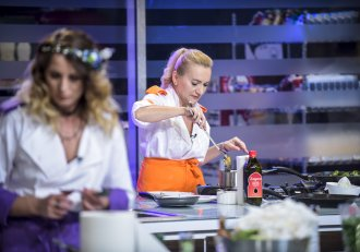 Urmează o probă...afrodisiacă! Bucătarii trebuie să prepare cel mai senzual preparat de până acum!