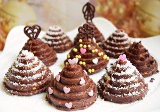Brăduți de Crăciun. Ușor și rapid de preparat și de mare efect printre fursecurile meselor de sărbători.
