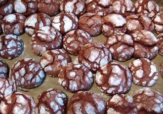 Fursecuri cu ciocolată sau Chocolate Crinkles. Un desert tare îndrăgit în perioadă sărbătorilor de Crăciun!