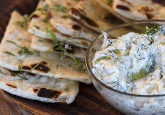 Secretul a fost dezvăluit! Cum faci cel mai gustos sos tzatziki! E perfect pentru frigărui, friptură sau grătar!