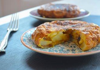 Omleta spaniolă cu cartofi, o mâncare de care nu te mai saturi! Tortilla de patatas e gata imediat!