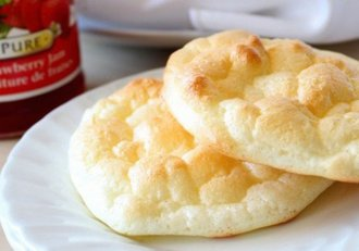 Pâine-norișor, un deliciu extrem de ușor! Se face imediat cu doar trei ingrediente!