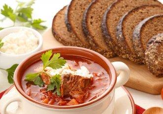 Rețeta celei mai gustoase SUPE DE ROȘII: ieftină, ideală pentru silueta ta și delicioasă!