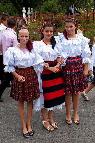 Matrimonio In Rumeno : Ziua universală a iei sărbătorită cu expoziții și t rguri