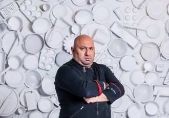 """Cătălin Scărlătescu de la """"Chefi la cuțite"""", surprins într-o ipostază greu de imaginat! Nimeni nu s-ar fi gândit că juratul iubește adrenalina"""