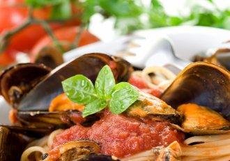 Spaghete cu midii, o delicatesă culinară făcută chiar la tine acasă, cu doar câteva ingrediente! Nu trebuie să dai bani mulți la restaurant
