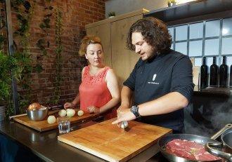 Alina-Sandra Cucu a avut parte de un super curs de gătit cu Chef Florin Dumitrescu! A ieșit spectacol în bucătărie!
