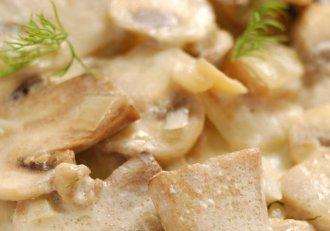 Ciulama țărănească de ciuperci, delicatesa cu care îți vei cuceri chiar și cea mai acră soacră! E o rețetă atât de simplă!
