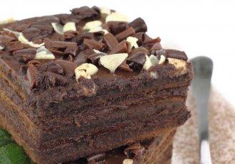 Cum să-i reziști, cum să nu o mănânci pe toată? Prăjitura cu lichior de ciocolată, numai bună pe o vreme ca asta!