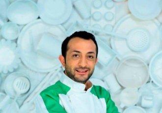 """FOTO! Vă amintiți de Puiu, concurentul din echipa lui Bontea, care a iscat controverse la """"Chefi la cuțite""""? Ce s-a ales de prietenul lui Gianny Bănuță"""