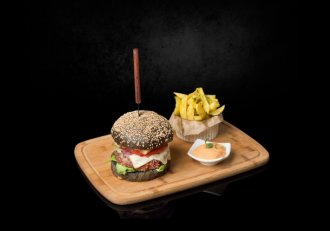 """Black Burger: rețetă inedită semnată de Giovanni Popic, fostul finalist ,,Chefi la Cuțite"""""""