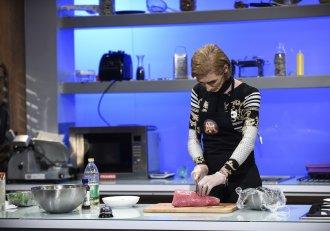 """Bucătăria, o ,,joacă a imaginației""""! Prima concurentă transgender vine la ,,Chefi la Cuțite"""""""