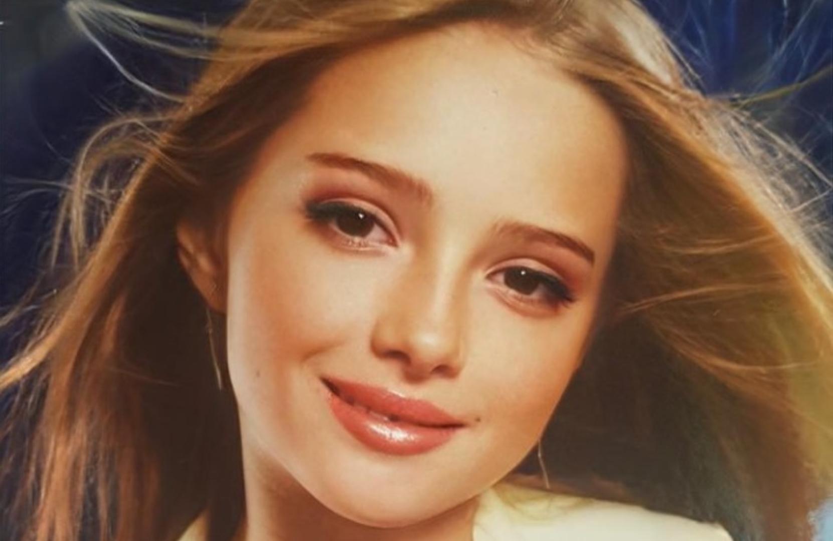 Fetița din imagine, cu machiaj pe chip și atitudine de star este acum o cântăreață celebră în România, dar și peste hotare. O recunoști?